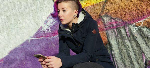 Nummer gegen Kummer – das Sorgentelefon für junge Frauen. Wähle die 116 111!