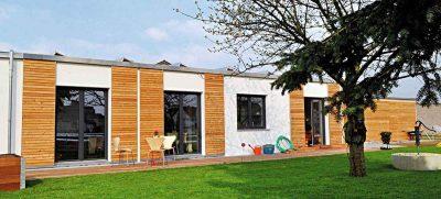 Egal ob allein, zu zweit oder mit mehreren: Dank barrierefreiem Modulhaus können Senioren noch im hohen Alter selbstbestimmt leben. Foto: HLC/Smart House GmbH