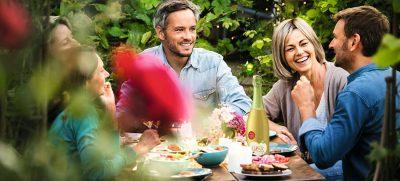 Ob das Fest zu einer Party wird, über die man noch lange spricht, hängt auch von der richtigen Vorbereitung ab. Für die perfekte Feier im Freien gibt es einige wichtige Tipps.