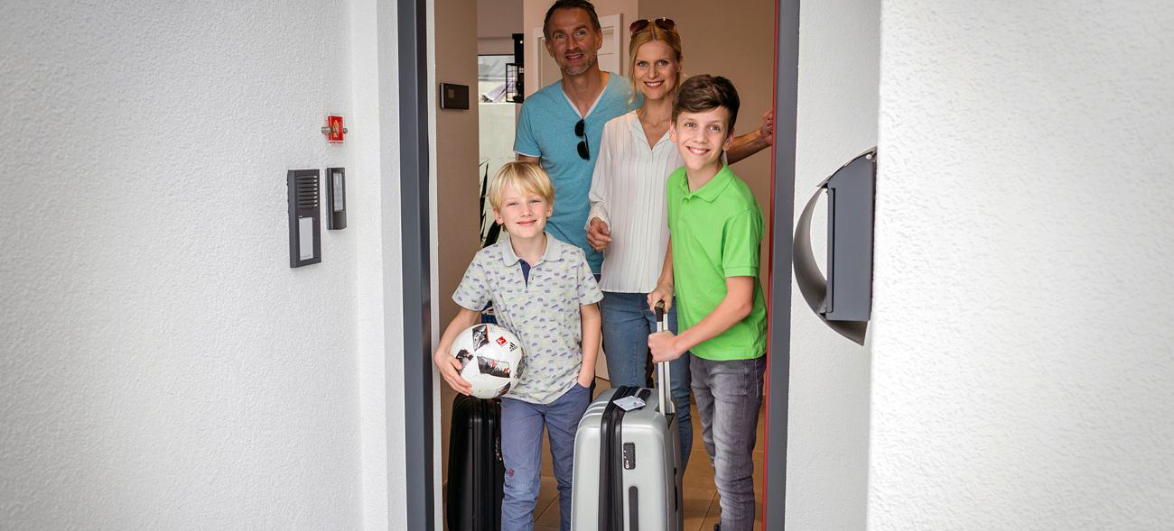 Rundum sicher im Smart-Home: VdS-zertifizierte Alarmanlagen bieten zuverlässigen Schutz für die ganze Familie. Foto: djd / Telenot Alarmsysteme