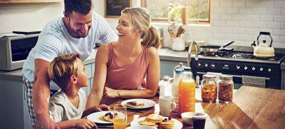 Familienzeit: Ein gemeinsames Familienfrühstück ist ein guter Start in den Tag.