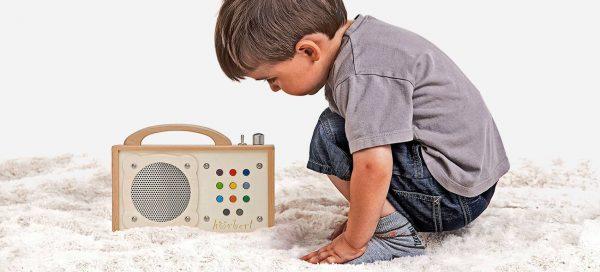 """Voll im Trend: Der hölzerne MP3-Player """"Hörbert"""" besteht aus nachhaltigen Rohstoffen."""