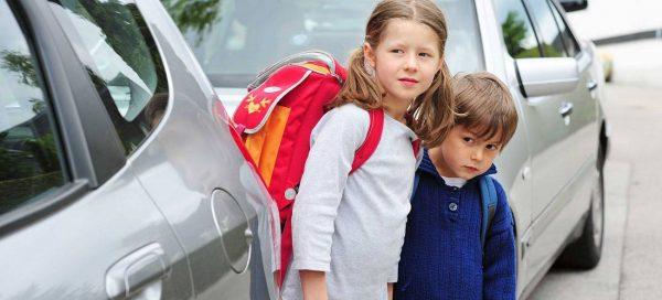 Der eigenständige Weg zur Schule stärkt das Selbstvertrauen und Gefahrenbewusstsein von Grundschulkindern. Foto: AdobeStock / photophonie