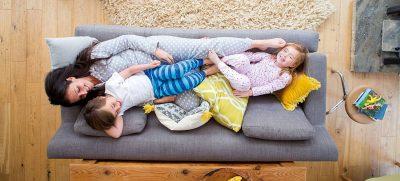 Unser Zuhause steht für Entspannung und Geborgenheit. Verbesserter Einbruchschutz trägt zu einem besseren Sicherheitsgefühl bei. Foto: djd / AFRISO / DGLimages, istock.com