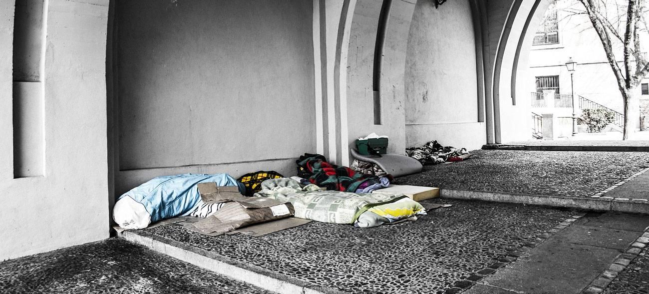 Viele Obdachlose suchen bei Kälte überdachte Plätze auf