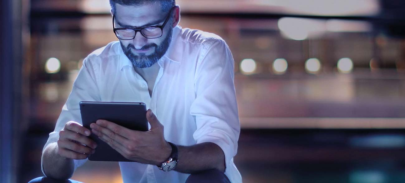 Blaues Licht von Smartphone & Co. sorgen für Digital Aging der Haut